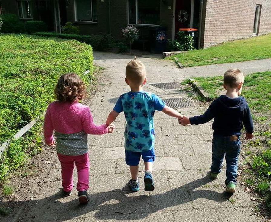 Hand in hand, De Regenboogvlinder.